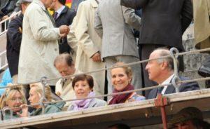 La Infanta Elena presidió la corrida de la Asociación de la Prensa de Madrid. Este festejo pertenece a la Feria de San Isidro