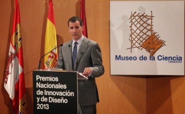 Los Reyes asisten a la entrega de los Premios Nacionales de Innovación y Diseño 2013