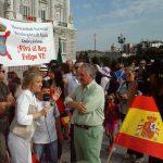 Unas 800 personas de la Hermandad Monárquica acompañaron a Felipe VI en su proclamación