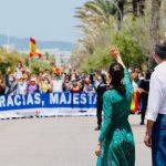 Lee más sobre el artículo Miembros de la Hermandad Nacional Monárquica de España en Baleares muestran su apoyo a SM Los Reyes en Palma
