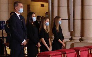 Sus Majestades los Reyes acompañados por Sus Altezas Reales la Princesa de Asturias y la Infanta Doña Sofía han asistido, en la catedral de Santa María la Real de la Almudena, a la eucaristía por las víctimas de la COVID-19