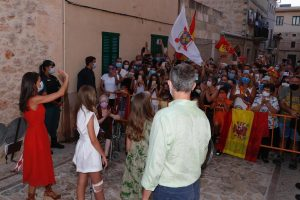 SSMM Los Reyes de visita en Petra-Mallorca con la Princesa Leonor y la Infanta Sofía