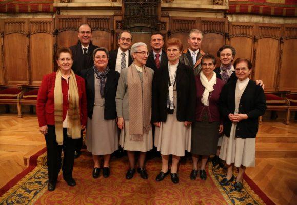 Lee más sobre el artículo La Hermandad Nacional Monárquica en Barcelona felicita a la Congregación de Hermanas Hospitalarias por la Medalla de Oro al Mérito Cívico