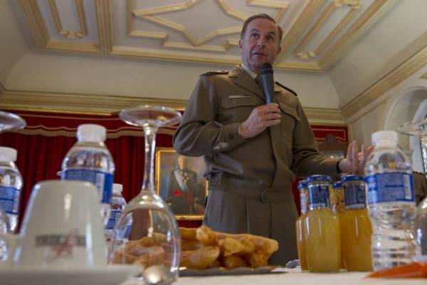 La HNME invitada a la conferencia del Teniente General Ramírez Fernández en el Club de la Constitución de Granada