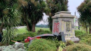 Imagen de la estatua de Fray Junipero derribada