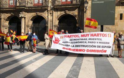 300 ciudadanos se sumaron al acto de la Virgen del Pilar que se ha celebrado en Gijón