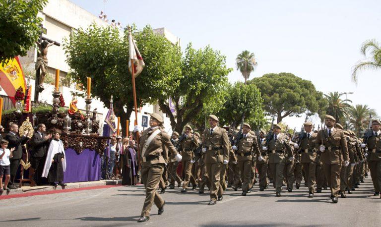 El presidente provincial de la HNME en Cádiz asiste al acto del Regimiento de Artillería Antiaérea 74 en Jerez