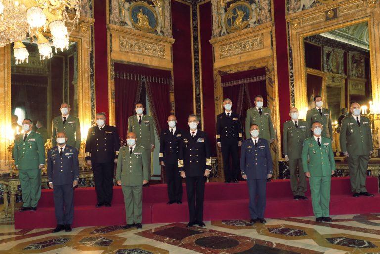 Su Majestad el Rey recibió en audiencia militar a un grupo de coroneles y capitanes de navío