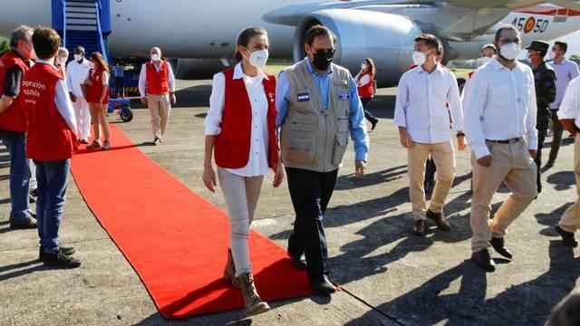 La Reina Letizia lleva a Honduras ayuda humanitaria tras el arrase del huracán Eta e Iota