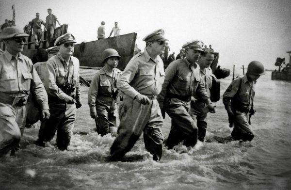 En este momento estás viendo El adios del general MacArthur