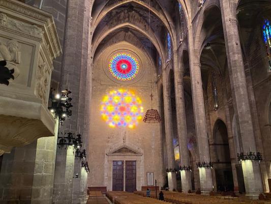 Lee más sobre el artículo Mirando una catedral