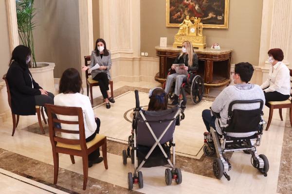 Su Majestad la Reina ha recibido en audiencia en el Palacio de la Zarzuela a una representación de la Asociación Europea contra las Leucodistrofias ELA-España