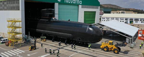 La impresionante salida del nuevo submarino español  'Isaac Peral' de su grada en Cartagena