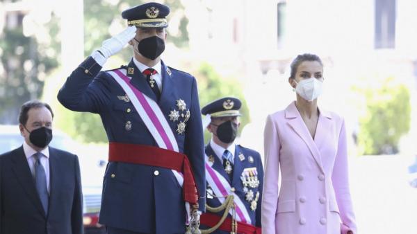 En este momento estás viendo Sus Majestades los Reyes presidirán el acto solemne de homenaje a la Bandera Nacional y el desfile militar que se celebrará en la Plaza de Lima